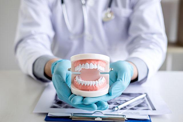 https://hampsteaddentalpractice.com.au/wp-content/uploads/2021/03/Dentures1.jpg
